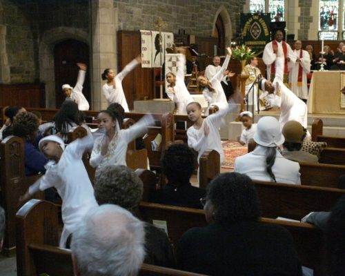 Members of the F.A.I.T.H. Liturgical Dancers from Bethel AME Church in Morristown, New Jersey, perform during a combined service at nearby Church of the Redeemer. The service launched a six-month celebration of the 150th anniversary of the Emancipation Proclamation at the Morristown Episcopal church. Photo/Randy Johnson