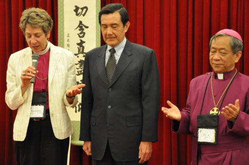 Presiding Bishop Katharine Jefferts Schori leads a prayer Sept. 17 during a reception at the end of the opening day of the Episcopal Church House of Bishops meeting in Taipei. Taiwanese President Ma Ying-jeou, center, addressed the reception. Bishop David Jung-Hsin Lai, right, and the Diocese of Taiwan is hosting the Sept. 17-23 meeting. Photo: Mary Frances Schjonberg/ Episcopal News Service